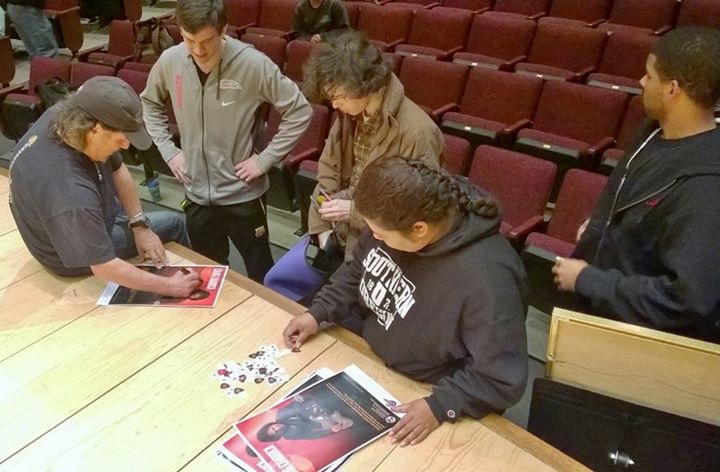 Craig Chaquico signs SOU students1